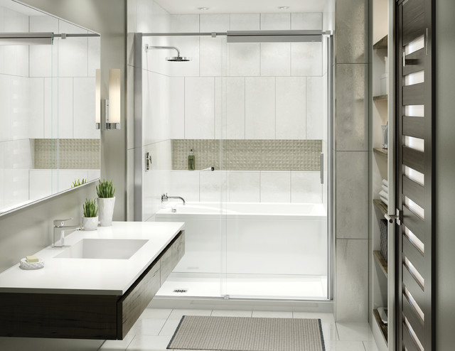 Example of wet room using ModulR by Maax. Bathtub behind walk-in shower unit.